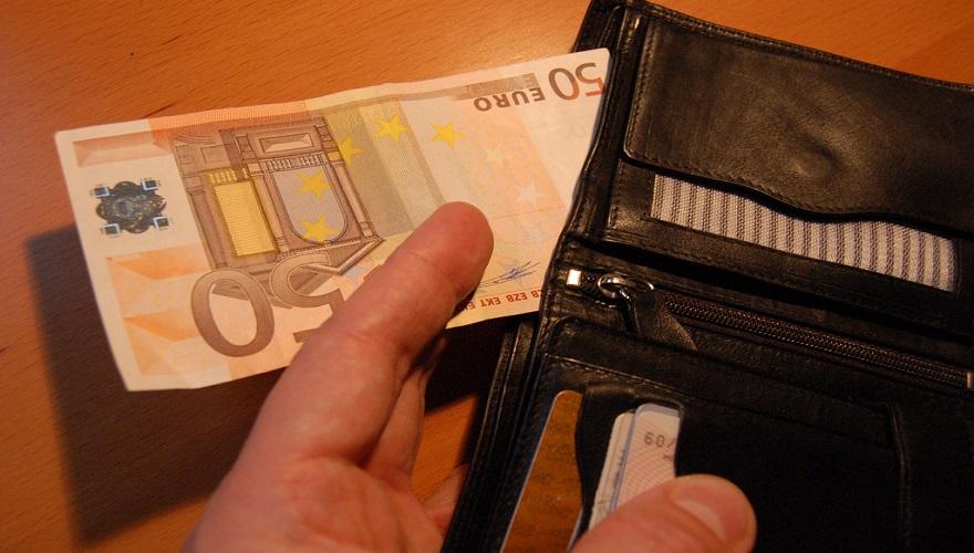 50 eurová bankovka v peňaženke